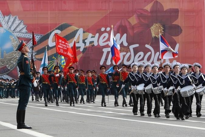 Тысячи петербуржцев пришли в парк интернационалистов почтить память воинов-афганцев