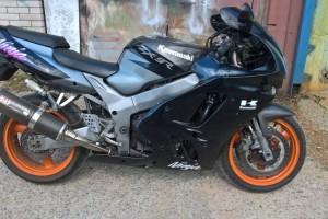 Черный Kawasaki ZX 9 R Ninja 1996