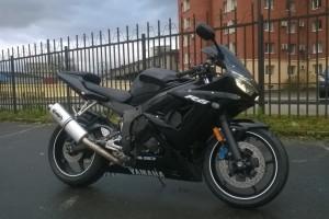 Черный Yamaha YZF-R6 2004