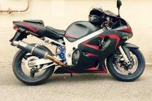 Черный Suzuki GSX-R 600 2003