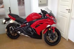 Красный Kawasaki Ninja 650 R 2012