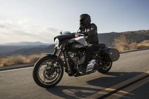 Harley-Davidson Sport Glide переобувается на ходу.