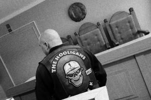 Хулиганы снова на скамье подсудимых