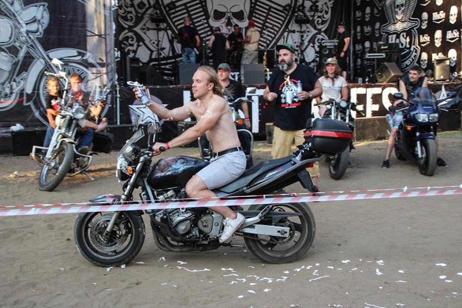 sheriffs host bike road - 900×599