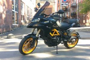 Черный Ducati Muitistrada 1200 ST 2010