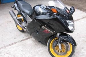Черный Honda CBR 1100 XX Super BlackBird 2000