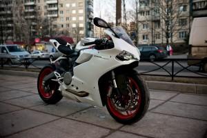 Белый Ducati 899 Panigale 2014