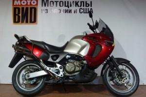 Красный Honda XL 1000 Varadero 2000