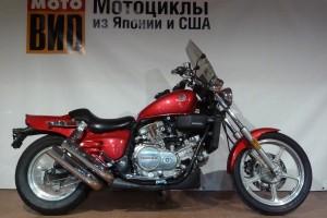 Красный Honda VF700 Magna 1987