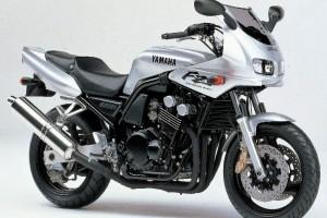 Yamaha FZ 400 2000 за