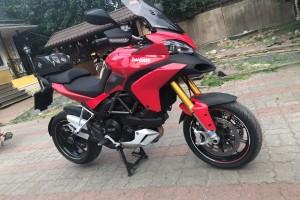 Красный Ducati Multistrada 1200S 2010