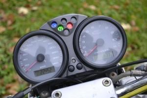 Желтый Ducati Monster 600 2005