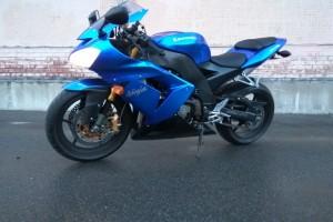 Синий Kawasaki ZX 10 R Ninja 2005