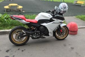 Белый Yamaha FZ 6 R 2010