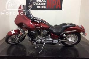 Красный Honda VTX 1800 C 2002