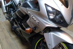 Серебряный металлик Honda CBR 600 F4i 2002