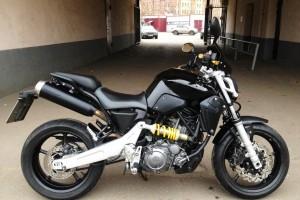 Черный Yamaha MT-03 2006