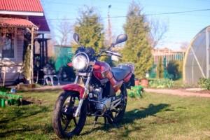Красный Yamaha YBR 125 2014
