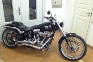 Черный Harley-Davidson Breakout FXSB 2013