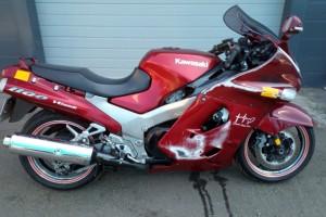 Красный Kawasaki ZZR 1100 1998