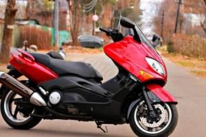 Красный Yamaha T-Max 500 2007