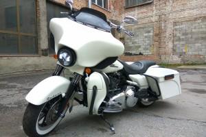 Белый Harley-Davidson FLHTCU Ultra Classic Electra Gilde 2007