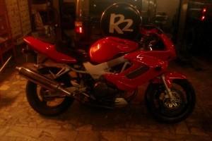 Красный Honda VTR 1000 FireStorm 1997