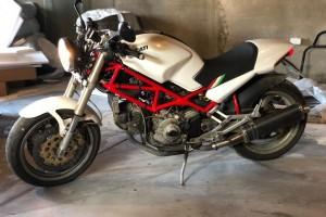 Белый Ducati Monster 900 1996