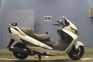 Белый Suzuki AN 400 2005