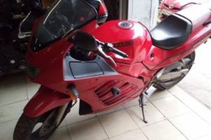 Красный Suzuki RF 400 R 1997