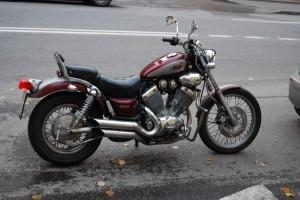 Красный Yamaha XV 400 Virago 1993