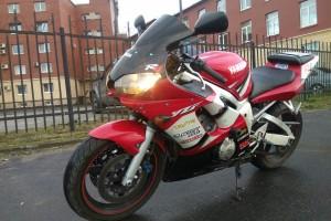 Красный Yamaha YZF-R6 2002