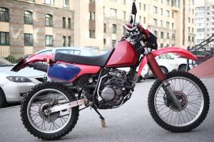 Красный Honda XLR 250 R 1993