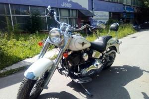 Белый Harley-Davidson FLSTF Fat Boy 2000