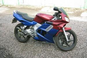 Красный металлик Honda NSR 125 R 2001