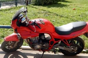 Красный Suzuki GSF 600 Bandit 1995, угнан 3 августа 2014