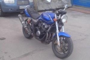 Синий Honda CB 1 (CB 400) 2001, угнан 9 июня 2014 в Санкт-Петербург