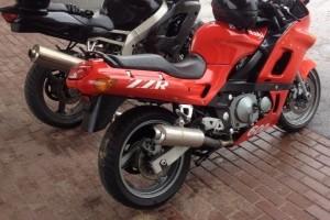 Красный Kawasaki ZZR 600 1996, угнан 7 сентября 2014 в Псков
