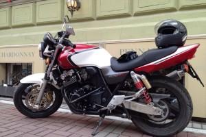 Красный Honda CB 400 SF Hyper Vtec 2003, угнан 27 августа 2015 в Санкт-Петербург