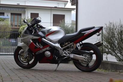 В угоне серебряный Honda CBR 600 F4i 2003