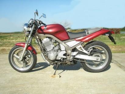 В угоне красный металлик Yamaha SRX 400 1990