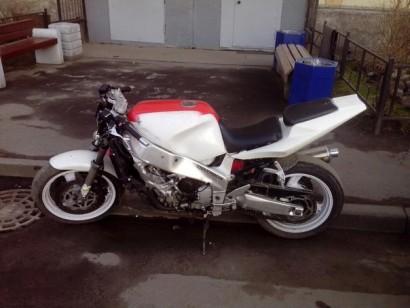В угоне белый Yamaha FZR 1000 1990