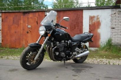 В угоне черный Yamaha XJR 1200 1994