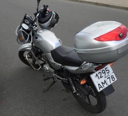 В угоне серебряный Yamaha YBR 125 2012