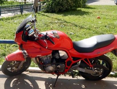 В угоне красный Suzuki GSF 600 Bandit 1995
