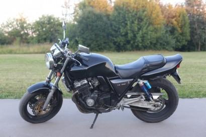 В угоне черный Honda CB 400 SF 1993