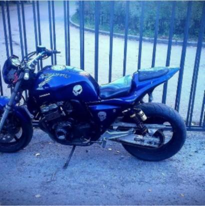 В угоне синий Honda CB 400 SF 1993