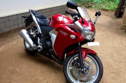 В угоне красный Honda CBR 250 R 2011