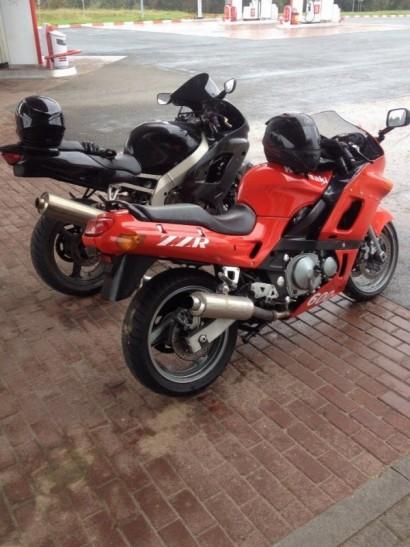 В угоне красный Kawasaki ZZR 600 1996