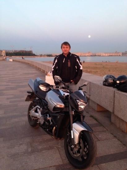 В угоне серый металлик Suzuki B-King 2008